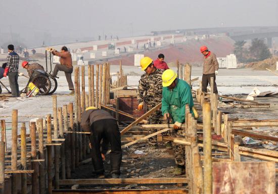 二广高速芦荻山互通连接线正在紧张施工